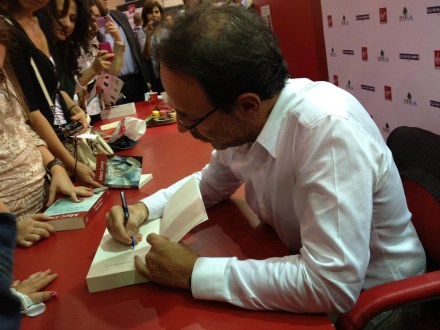 PHOTO-6 - Salon du Livre de Beyrouth oct-nov 2011 - Marc Levy