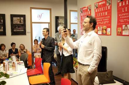PHOTO-2 - Poland Signing June 2010 - Marc Levy