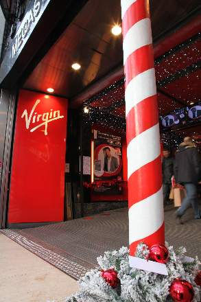 PHOTO-2 - Virgin Store Signing November 2011 - Marc Levy
