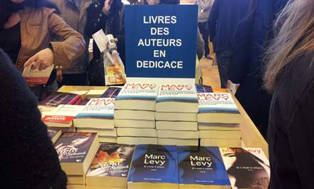 PHOTO-1 - Salon du Livre Paris, signature 23.03.13 - Marc Levy