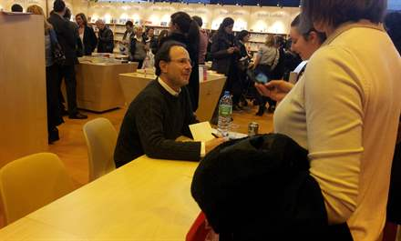 PHOTO-7 - Paris Book Fair  signing 23.03.13 - Marc Levy