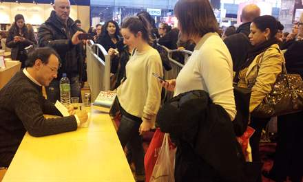 PHOTO-8 - Paris Book Fair  signing 23.03.13 - Marc Levy