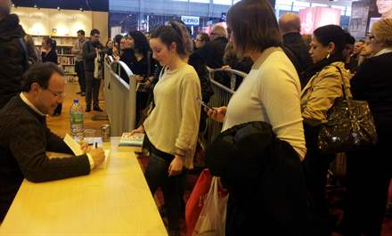 PHOTO-9 - Paris Book Fair  signing 23.03.13 - Marc Levy