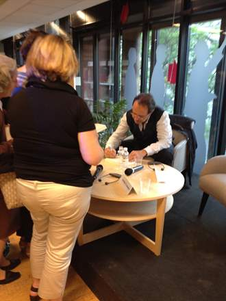 PHOTO-7 - Madrid Signing  May 2014 - Marc Levy