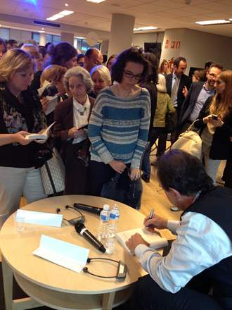 PHOTO-8 - Madrid Signing  May 2014 - Marc Levy